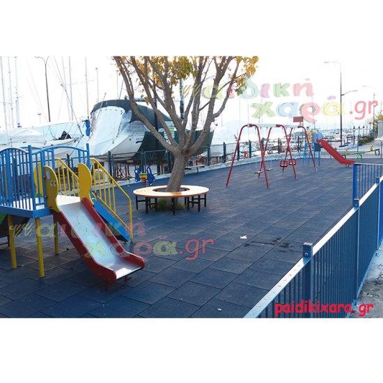 Παιδική χαρά με ελαστικό δάπεδο και μεταλλικά όργανα στον νομό Μεσσηνίας