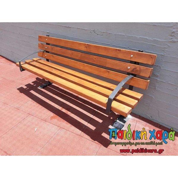 Ξύλινο παγκάκι 6 ξύλων με μεταλλικές βάσεις