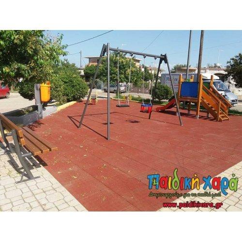 Παιδική χαρά στο Κόροιβο